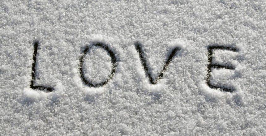 love in snowLR